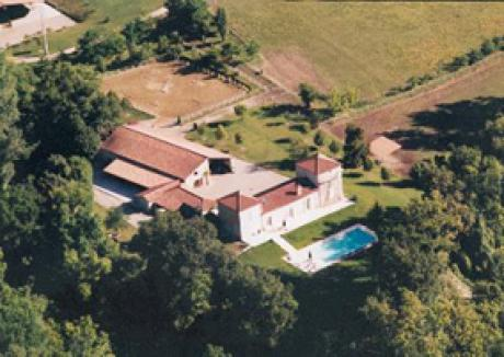 Stunning horse business property with pool and nice views at only a few minutes from Villeneuve sur Lot