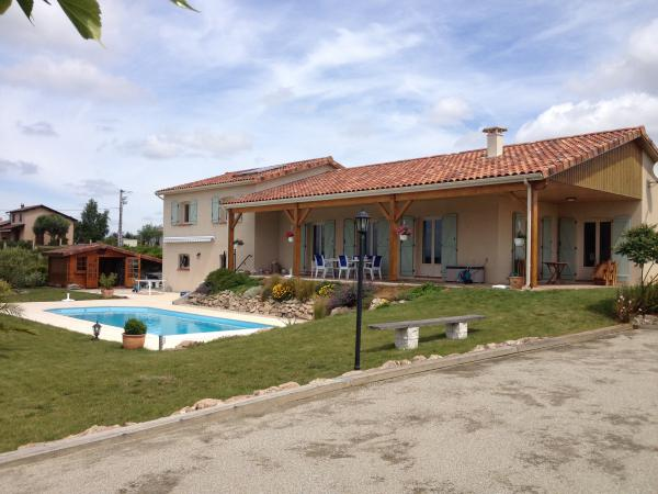 For sale: nice spacious villa with pool and magnificent views over the Pyrenee Mountains