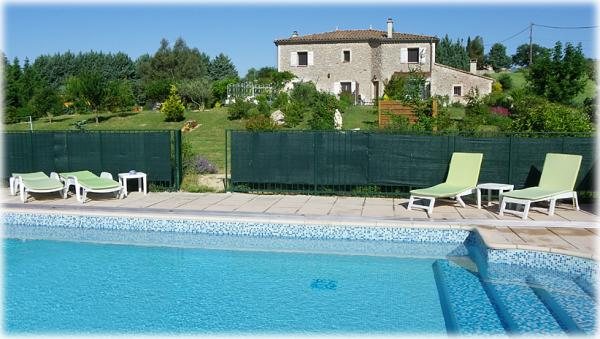 Very beautiful stone bastide with covered swimming pool and spa, in a quiet area, very nice view