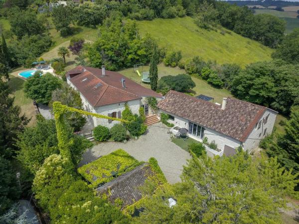 Exceptionally situated domaine with two separate houses in green surroundings