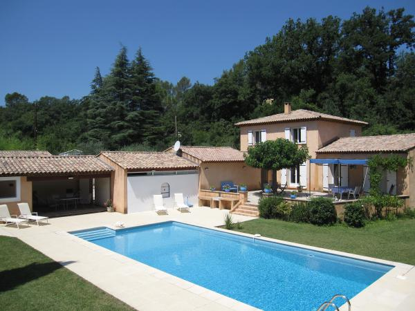 Unique detached villa with guests' accommodation and swimming pool