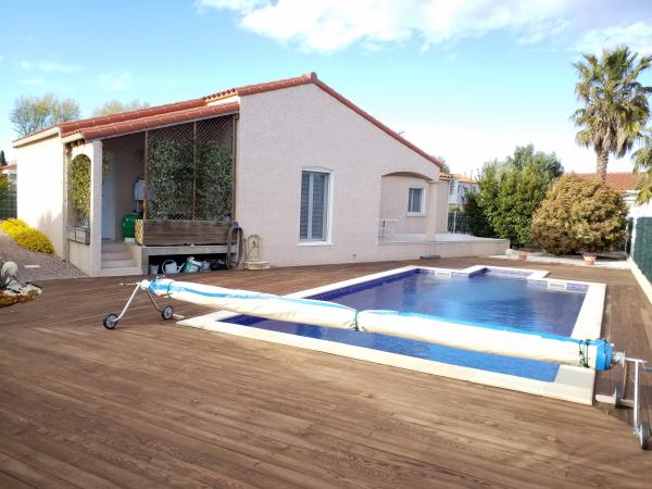 Villa 4 faces to the standards for people with reduced mobility, with beautiful swimming pool