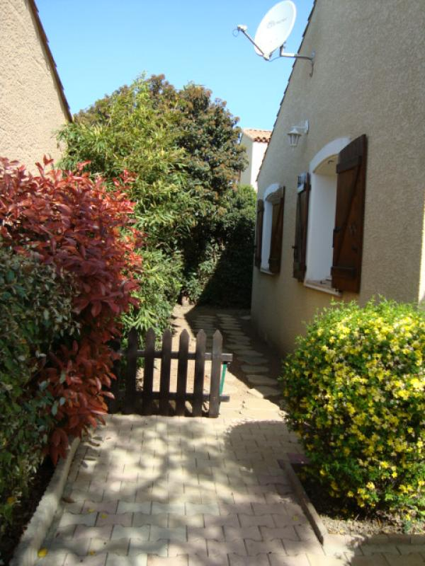 Detached bungalow (2001) in charming village on the Bassin de Thau