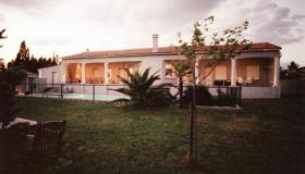 Villa of 265 m2 with studio-apartment and pool