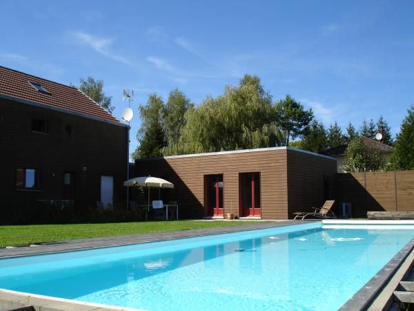 Vendre belle maison en mat riaux cologiques avec for Piscine bois chauffee