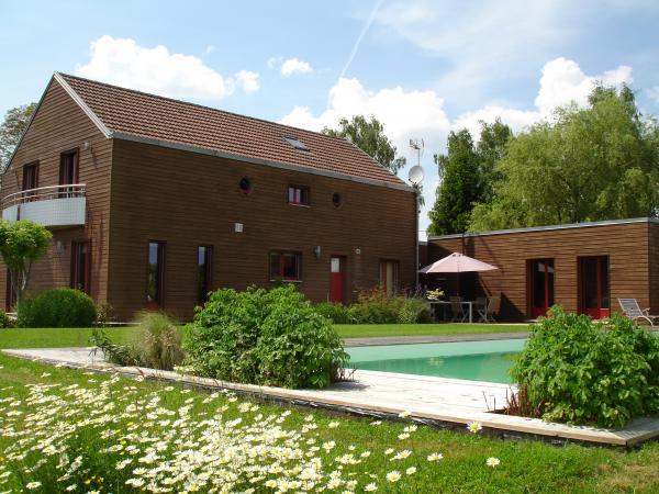 Vendre belle maison en mat riaux cologiques avec piscine chauff e for Maison bois vosges