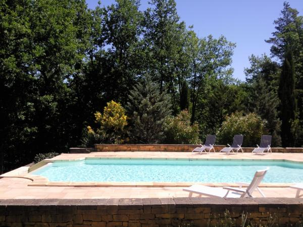 Vendre jolie maison sur 2 niveaux avec piscine for Maison piscine a debordement