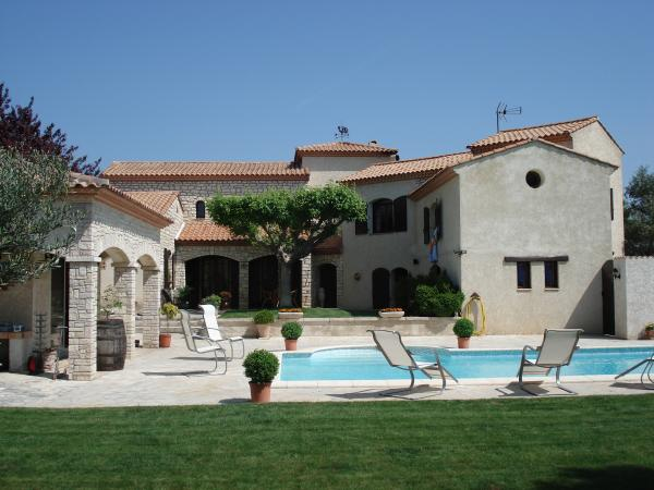 vendre superbe villa plus studio avec grande piscine un paradis au sud de la france. Black Bedroom Furniture Sets. Home Design Ideas