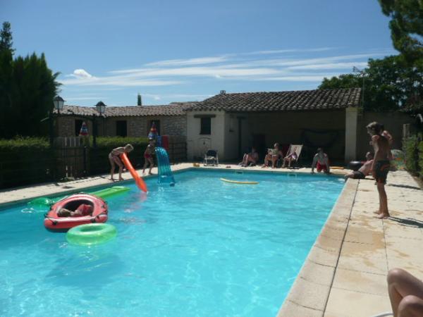 Vendre maison en pierres avec piscine possibilit for Chambre d hote piscine