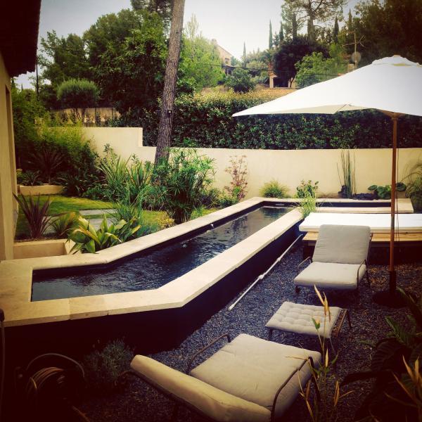 À vendre -Maison moderne atypique avec deux habitations et basin de nage