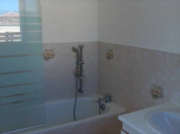 Vendre maison r cente avec deux appartements dans le for Acheter maison dans le sud de la france