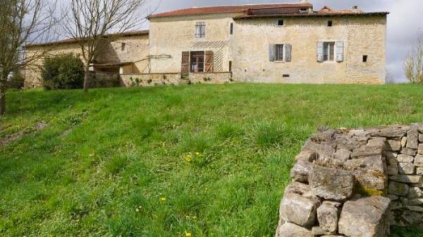 Vendre rare logis xv me si cle charg d 39 histoire et de for France logis immobilier