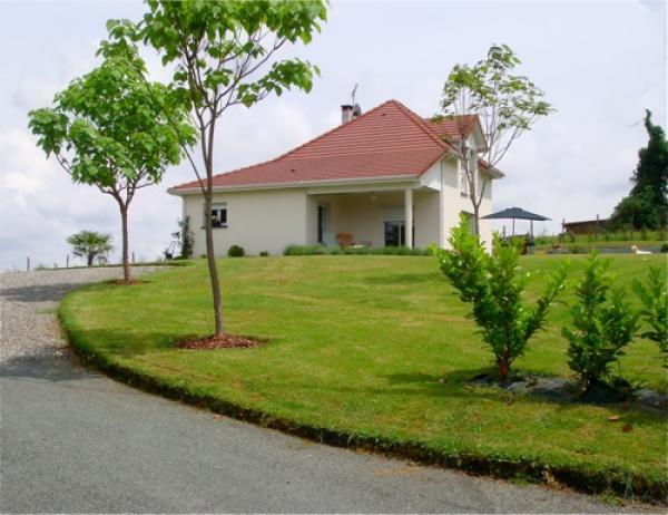 Vendre tr s jolie maison contemporaine avec une vue for Jolie maison moderne