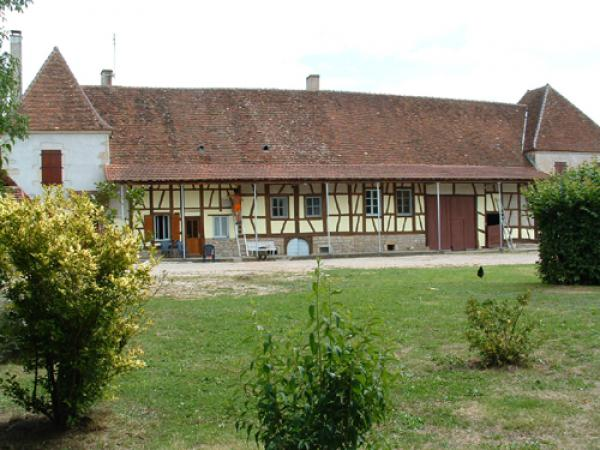Te koop groot huis met bressaans vakwerk en mog chambres d 39 h te - Huis bourgeois huis ...