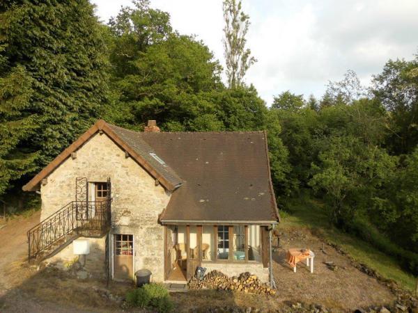 Te koop landgoed met drie direct bewoonbare huizen op 1 6 for Klein huisje in bos te koop