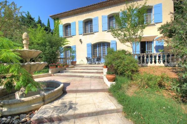 Te koop proven aalse stadsvilla in de cote d 39 azur te koop tuin en zwembad met de allure van - Provencaalse terras ...