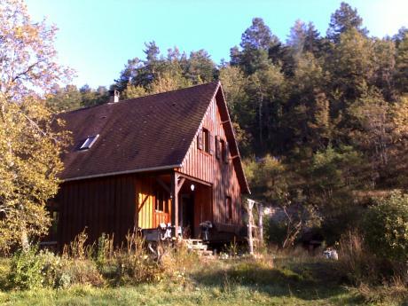 Te koop vrij gelegen ecologisch gebouwd houten huis met 9 for Klein huisje in bos te koop