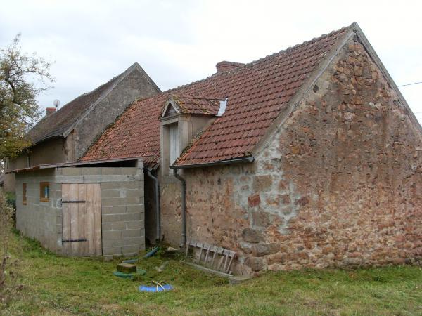 Te koop te renoveren huis met schuur op 1 1 ha dichtbij bos for Huis voor paardenliefhebbers te koop