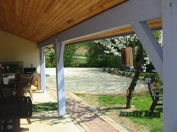Te koop vrijstaand huis met groot zwembad net buiten een klein dorpje - Huis design met zwembad ...